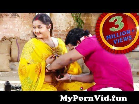 View Full Screen: yeh dekho kajal raghwani ko pawan singh kya kar rahe hain 124124 videos scene 124124 wwr.jpg